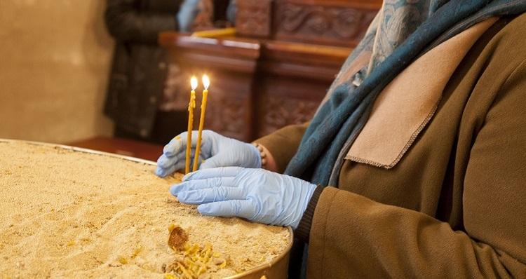 Orthodox Easter services hit by virus as many stay at home